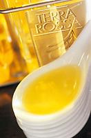 """Europe/France/Corse/2A/Corse-du-Sud/Porto-Vecchio: Magasin d'huile d'olive """"Terra Rossa"""" - Dégustation d'huiles d'olive"""
