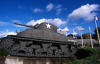 BAYEUX / NORMANDIA / FRANCIA.UN TANK AMERICANO ALL'ENTRATA DI BAYEUX, LA PRIMA CITTA' LIBERATA DAGLI ALLEATI DOPO LO SBARCO DEL 6 GIUGNO 1944..FOTO DI LIVIO SENIGALLIESI