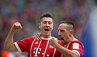 01.10.2017, Football 1. Bundesliga 2017/2018, 7.  match day, Hertha BSC Berlin - FC Bayern Muenchen, Olympiastadium Berlin. celebration  goalschuetze Robert Lewandowski (Bayern Muenchen) and Franck Ribery (Bayern Muenchen)   0:2 *** Local Caption *** © pixathlon<br /> <br /> +++ NED + SUI out !!! +++<br /> Contact: +49-40-22 63 02 60 , info@pixathlon.de