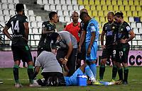 MONTERIA - COLOMBIA, 24-01-2021: Diomar Diaz de Jaguares de Cordoba F.C. recibe atención medica durante partido entre Jaguares de Cordoba F. C. y Atletico Bucaramanga de la fecha 2 por la Liga BetPlay DIMAYOR I 2021, en el estadio Jaraguay de Monteria de la ciudad de Monteria. / Diomar Diaz of Jaguares de Cordoba F.C. receives medical attention during a match between Jaguares de Cordoba F. C. and Atletico Bucaramanga, of the 2nd date for the BetPlay DIMAYOR I 2021 League at Jaraguay de Monteria Stadium in Monteria city. Photo: VizzorImage / Andres Lopez / Cont.