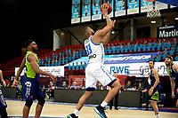 10-04-2021: Basketbal: Donar Groningen v ZZ Leiden: Groningen, Donar speler Juwann James op weg naar een score