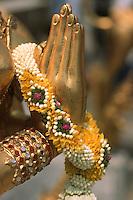 Thailande/Bangkok: Temple Wat Phra Kaeo Détail Offrandes à Bouddha