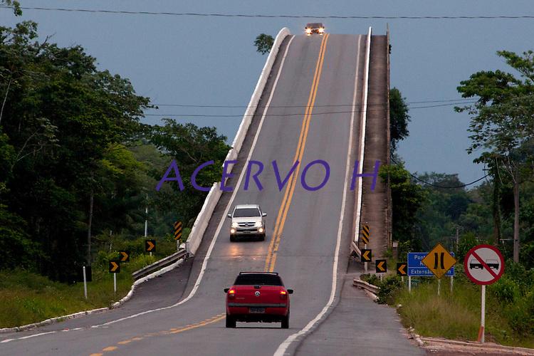 Alça Viária Pa. ponte sobre o rio Acará.<br /> <br /> a ponte sobre o Rio Guamá, a maior das quatro que integram o projeto com dois quilômetros de extensão. O complexo consta ainda de 72 quilômetros de estradas e das pontes Moju-Cidade, Moju-Alça e a do Acará, construídas em estrutura metálica e concreto.<br /> <br /> Acará, Pará, Brasil.<br /> Foto Paulo Santos<br /> 12/09/2013