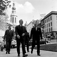 Lester B. Pearson en visite a Quebec a son arrivee a l'Hotel de Ville de Quebec, le<br /> 12 octobre 1965<br /> <br /> Photographe : Photo Moderne<br /> - Agence Quebec Presse