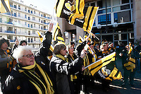 Photo: Richard Lane/Richard Lane Photography. RC Toulon v Wasps.  European Rugby Champions Cup. 17/01/2016. Wasps supporters welcome the team to the stadium.