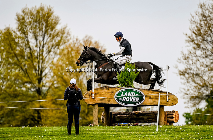April 24, 2021: William Fox-Pitt competes in the Cross Country phase of the Land Rover 5* 3-Day Event aboard Oratorio at the Kentucky Horse Park in Lexington, Kentucky. Scott Serio/Eclipse Sportswire/CSM