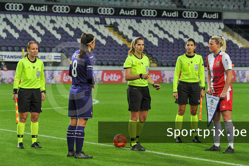 referees and captains pictured during the toss before a female soccer game between RSC Anderlecht Dames and Northern Irish Linfield Ladies  in the first qualifying round for the Uefa Womens Champions League of the 2020 - 2021 season , Wednesday 4 th of November 2020  in ANDERLECHT , Belgium . PHOTO SPORTPIX.BE | SPP | STIJN AUDOOREN