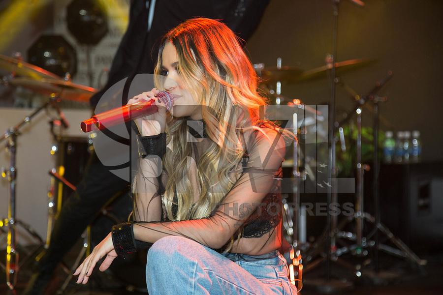 SAO PAULO, SP, 12.08.2017 - SHOW - SP - A cantora Manu Gavassi durante apresentação de pocket show na Casa Pantene, na Avenida Paulista, em São Paulo, na noite deste sábado, 12. (Foto: Patricia Devoraes/Brazil Photo Press)