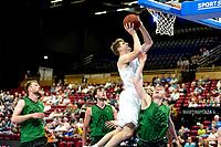 GRONINGEN - Basketbal, Donar - Groen Uilen, voorbereiding seizoen 2021-2022, 21-08-2021,  Donar speler Henry Caruso op weg naar score