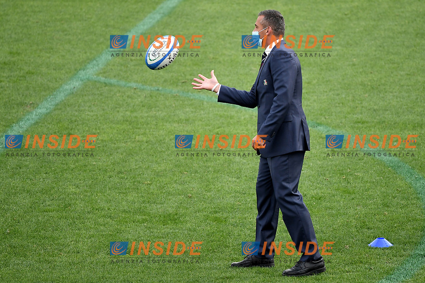 Italian team head coach Franco Smith plays with the ball during the warm up prior to the rugby Autumn Nations Cup's match between Italy and Scotland at Stadio Artemio Franchi on November 14, 2020 in Florence, Italy. Photo Andrea Staccioli / Insidefoto