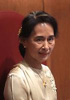 L'attivista birmana e vincitrice del Premio Nobel per la Pace del 1991 Aung San Suu Kyi riceve la cittadinanza onoraria di Roma durante una cerimonia in Campidoglio, Roma, 27 ottobre 2013.<br /> Burmese opposition leader and Nobel Prize laureate Aung San Suu Kyi attends a ceremony to receive the honorary citizenship at the Campidoglio city hall in Rome, 27 October 2013.<br /> UPDATE IMAGES PRESS/Isabella Bonotto
