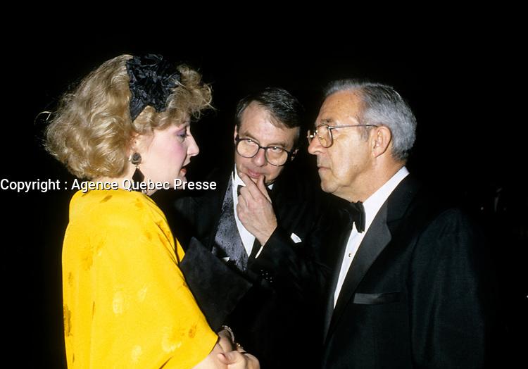 Louise Deschatelets, Guy Fournier et<br /> M Pouliot, proprietaire de<br /> CFCF, au lancement de Television Quatre Saisons, <br /> le 23 nov 1986<br /> <br /> <br /> PHOTO D'ARCHIVE : Agence Quebec Presse