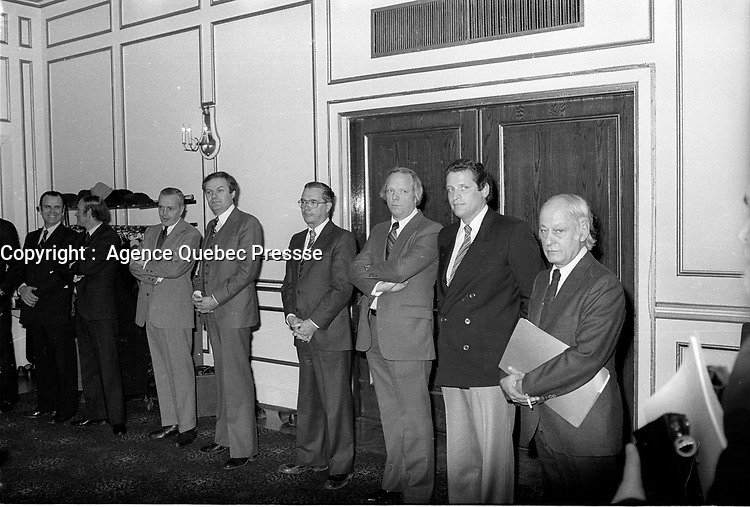 Rene Levesque a la tribune de la Chambre de commerce du district de Montreal,vers 1980, a l'hotel Windsor<br /> <br /> PHOTO : Agence Quebec Presse - John Raudsepp