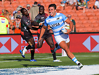 Argentina's Felipe Del Mestre scores his first try during the men's 7th place playoff match against Kenya on day two of the 2020 HSBC World Sevens Series Hamilton at FMG Stadium in Hamilton, New Zealand on Sunday, 26 January 2020. Photo: Dave Lintott / lintottphoto.co.nz
