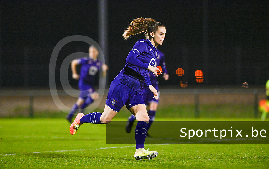 Amber Maximus (9) of Anderlecht pictured during a female soccer game between RSC Anderlecht Dames and Sporting Charleroi on the 13 th matchday of the 2020 - 2021 season of Belgian Womens Super League , friday 5 th of February 2021  in Tubize , Belgium . PHOTO SPORTPIX.BE | SPP | DAVID CATRY
