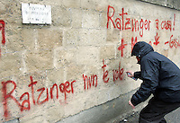 "Studenti manifestano all'esterno dell'Universita' La Sapienza di Roma, 17 gennaio 2008, durante l'inaugurazione dell'anno accademico..A demonstrator writes ""Ratzinger, we don't want you"" during a protest outside Rome's La Sapienza University, 18 january 2008, during the inauguration of the academic year.. UPDATE IMAGES PRESS/Riccardo De Luca"
