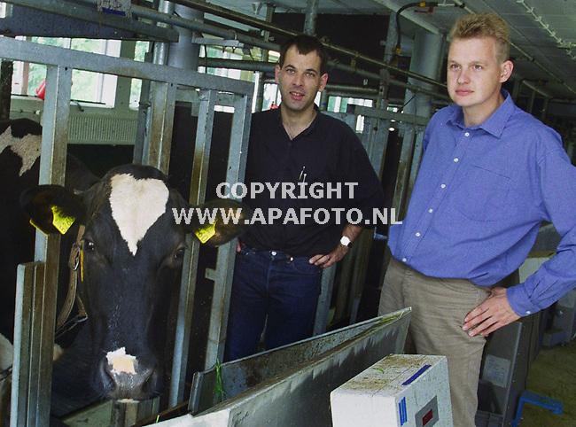 wageningen 120900 ab groen (links) en piter bijma vakgroep genetica inteelt bij holsteiners<br />foto frans ypma APA-foto