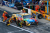 Monster Energy NASCAR Cup Series<br /> Daytona 500<br /> Daytona International Speedway, Daytona Beach, FL USA<br /> Sunday 18 February 2018<br /> Kyle Busch, Joe Gibbs Racing, M&M's Toyota Camry pit stop<br /> World Copyright: Russell LaBounty<br /> LAT Images