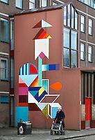 Nederland Amsterdam 2017 . De Bijlmer. Muurschildering op een huizenblok.   Foto Berlinda van Dam / Hollandse Hoogt