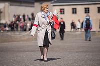 Mehrere hundert Menschen kamen zur Feierlichkeit anlaesslich des 70. Jahrestages der Befreiung des Frauen-Konzentrationslagers Ravensbrueck, unter ihnen auch die Bundesminsiterin fuer Bildung, Johanna Wanka. Von den ueber 120.000 Frauen und 20.000 Maennern, die im Nationalsozialismus in dem Konzentrationslager inhaftiert waren leben 70 Jahre nach der Befreiung durch die Rote Armee nur noch 160. Viele der Ueberlebenden waren u.a. aus Frankreich, Norwegen, Polen, Spanien, Slovakei und Italien angereist.<br /> Im Anschluss an die offiziellen Reden wurden Kraenze am Manhmal am Schwedter See niedergelegt. In dem See wurde in der NS-Zeit die Asche der ermordeten gekippt.<br /> Im Bild: Eine Ueberlebende aus Polen.<br /> 19.4.2015, Ravensbrueck/Brandenburg<br /> Copyright: Christian-Ditsch.de<br /> [Inhaltsveraendernde Manipulation des Fotos nur nach ausdruecklicher Genehmigung des Fotografen. Vereinbarungen ueber Abtretung von Persoenlichkeitsrechten/Model Release der abgebildeten Person/Personen liegen nicht vor. NO MODEL RELEASE! Nur fuer Redaktionelle Zwecke. Don't publish without copyright Christian-Ditsch.de, Veroeffentlichung nur mit Fotografennennung, sowie gegen Honorar, MwSt. und Beleg. Konto: I N G - D i B a, IBAN DE58500105175400192269, BIC INGDDEFFXXX, Kontakt: post@christian-ditsch.de<br /> Bei der Bearbeitung der Dateiinformationen darf die Urheberkennzeichnung in den EXIF- und  IPTC-Daten nicht entfernt werden, diese sind in digitalen Medien nach §95c UrhG rechtlich geschuetzt. Der Urhebervermerk wird gemaess §13 UrhG verlangt.]