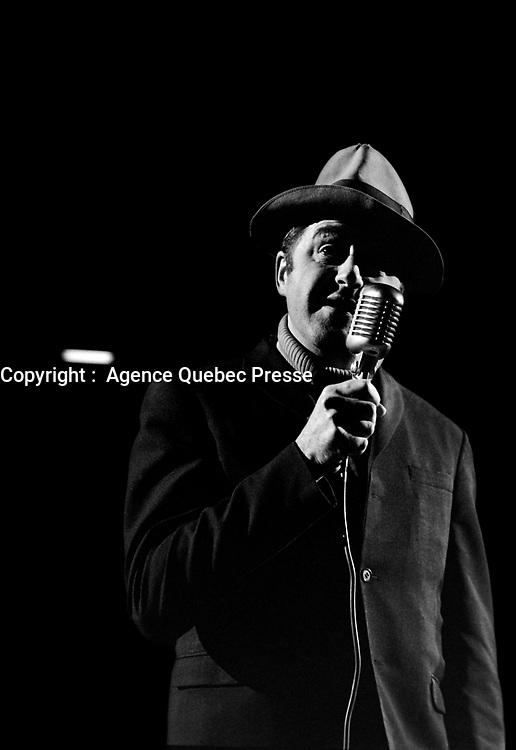 Raymond Lévesque<br /> en spectacle, le 6 novembre 1968<br /> <br /> Photographe : Photo Moderne - Agence Quebec Presse