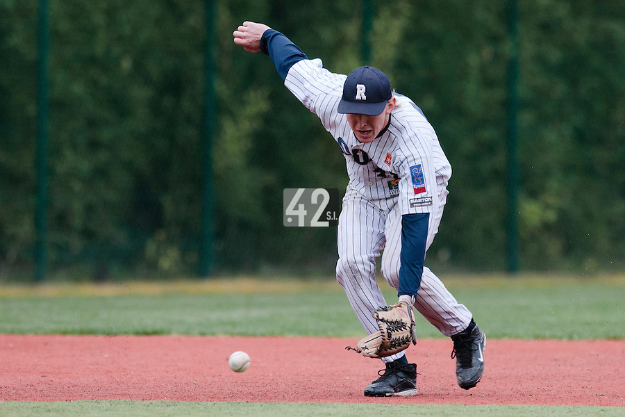 23 October 2010: Luc Piquet of Rouen eyes the ball during Savigny 8-7 win (in 12 innings) over Rouen, during game 3 of the French championship finals, in Rouen, France.