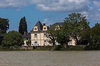 France, Aquitaine, Landes,  Saint-Laurent-de-Gosse: berges de l'Adour et  château de Roll-Montpellier //  France, Aquitaine, Landes, Saint-Laurent-de-Gosse:  Adour valley and Roll-Montpellier castle