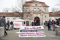 Die Kampagne gegen Outsourcing und Befristung organisiert zur Unterstuetzung der Beschaeftigten der CFM (Charite Facility Management GmbH) einen Protest vor dem Virchow Klinikum in Berlin-Wedding. Sie, dass die CFM-Mitarbeiter endlich Tarifvertraege bekommen.<br /> 3.3.2020, Berlin<br /> Copyright: Christian-Ditsch.de<br /> [NUR FUER REDAKTIONELLE ZWECKE! Werbung nur auf Anfrage beim Fotografen. Inhaltsveraendernde Manipulation des Fotos nur nach ausdruecklicher Genehmigung des Fotografen. Vereinbarungen ueber Abtretung von Persoenlichkeitsrechten/Model Release der abgebildeten Person/Personen liegen nicht vor. NO MODEL RELEASE! Don't publish without copyright Christian-Ditsch.de, Veroeffentlichung nur mit Fotografennennung, sowie gegen Honorar, MwSt. und Beleg. Konto: I N G - D i B a, IBAN DE58500105175400192269, BIC INGDDEFFXXX, Kontakt: post@christian-ditsch.de<br /> Bei der Bearbeitung der Dateiinformationen darf die Urheberkennzeichnung in den EXIF- und  IPTC-Daten nicht entfernt werden, diese sind in digitalen Medien nach §95c UrhG rechtlich geschuetzt. Der Urhebervermerk wird gemaess §13 UrhG verlangt.]