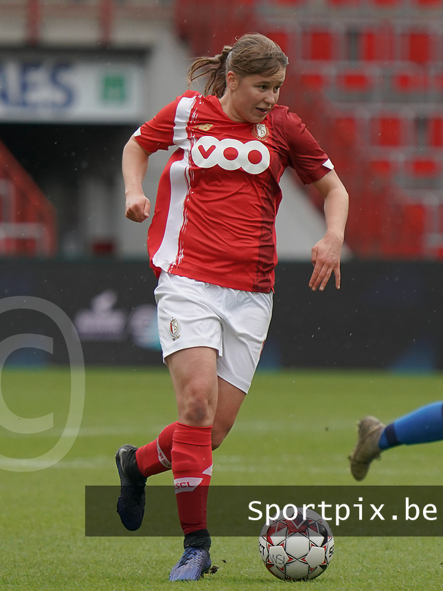 Standard's Aster Janssens (5) with the ball during a female soccer game between Standard Femina de Liege and KRC Genk Ladies  on the third matchday of the 2020 - 2021 season of Belgian Womens Super League , Saturday 3 rd of October 2020  in Liege , Belgium . PHOTO SPORTPIX.BE | SPP | SEVIL OKTEM