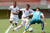 ENVIGADO - COLOMBIA - 03 - 03 - 2018: Duvan Vergara (Izq.) jugador de Envigado F. C., disputa el balón con David Montoya (Der.) jugador de Leones F. C., durante partido entre Envigado F. C., y Leones F. C. de la fecha 6 por la Liga Aguila I 2018, en el estadio Polideportivo Sur de la ciudad de Envigado. / Duvan Vergara (L) player of Envigado F. C., fights for the ball with David Montoya (R) player of Leones F. C.,  during a match between Envigado F. C. and Leones F. C. of the 6th date for the Liga Aguila I 2018 at the Polideportivo Sur stadium in Envigado city. Photo: VizzorImage / Leon Monsalve / Cont.