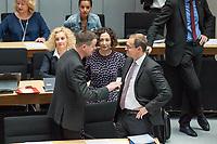 Plenarsitzung des Berliner Abgeordnetenhaus am Donnerstag den 23. Mai 2019.<br /> Im Bild vlnr.: Klaus Lederer, Linkspartei, stellv. Buergermeister und Kultur- und Europasenator; Ramona Pop, Buendnis 90/Die Gruenen, stellv. Buergermeisterin und Senatorin fuer Wirtschaft, Energie und Betriebe und Michael Mueller, Buergermeister, SPD.<br /> 23.5.2019, Berlin<br /> Copyright: Christian-Ditsch.de<br /> [Inhaltsveraendernde Manipulation des Fotos nur nach ausdruecklicher Genehmigung des Fotografen. Vereinbarungen ueber Abtretung von Persoenlichkeitsrechten/Model Release der abgebildeten Person/Personen liegen nicht vor. NO MODEL RELEASE! Nur fuer Redaktionelle Zwecke. Don't publish without copyright Christian-Ditsch.de, Veroeffentlichung nur mit Fotografennennung, sowie gegen Honorar, MwSt. und Beleg. Konto: I N G - D i B a, IBAN DE58500105175400192269, BIC INGDDEFFXXX, Kontakt: post@christian-ditsch.de<br /> Bei der Bearbeitung der Dateiinformationen darf die Urheberkennzeichnung in den EXIF- und  IPTC-Daten nicht entfernt werden, diese sind in digitalen Medien nach §95c UrhG rechtlich geschuetzt. Der Urhebervermerk wird gemaess §13 UrhG verlangt.]