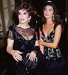 GINA LOLLOBRIGIDA CON VANESSA GRAVINA - IN OCCASIONE DELL'ASSEGNAZIONE DELLA LEGION D'ONORE PARIGI 1993