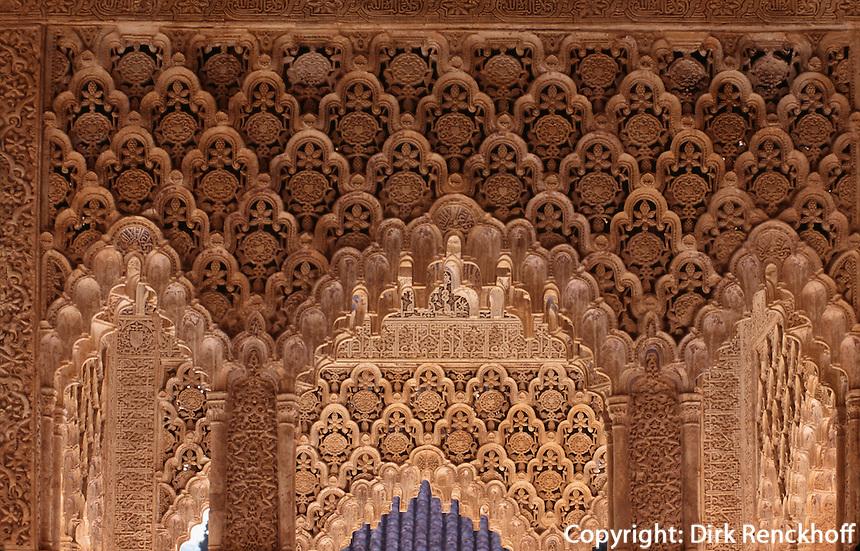 Patio de los Leones im Harem der Alhambra in Granada aus dem 14.Jh., Andalusien,  Spanien, Unesco-Weltkulturerbe