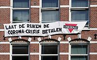 Nederland - Amsterdam -  2020.  Spandoek. Laat De Rijken De Corona-Crisis Betalen.   Foto : ANP/ Hollandse Hoogte / Berlinda van Dam