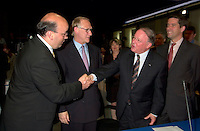 June 6 , 2002, Montreal, Quebec, Canada<br /> Frank Zampino, Montreal City Executive Commitee (L) <br /> Gerald Tremblay, Montreal (new) Mayor (M-L)<br /> Bernard Landry, Quebec Premier (M-R), <br /> Andre Boisclair, Quebec Minister Municipal Affairs, Quebec Minister Environment<br /> shake hands after signing a partnership agreement between the Quebec Gouvernment and the <br /> new City of Montreal (after all cities on the Montreal islanf merged with Montreal City), <br /> at the closing of the Montreal Summit (Le Sommet de MontrÈal), June 6, 2002<br />  <br /> Mandatory Credit: Photo by Pierre Roussel- Images Distribution. (©) Copyright 2002 by Pierre Roussel <br /> ON SPEC<br /> NOTE l Nikon D-1 jpeg opened with Qimage icc profile, saved in Adobe 1998 RGB.
