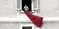 Papa Francesco recita l'Angelus domenicale affacciato su piazza San Pietro dalla finestra del suo studio. Citta' del Vaticano, 12 novembre, 2017.<br /> Pope Francis recites the Sunday Angelus noon prayer from the window of his studio overlooking St. Peter's Square, at the Vatican, on November 12, 2017.<br /> UPDATE IMAGES PRESS/IsabellaBonotto<br /> <br /> STRICTLY ONLY FOR EDITORIAL USE