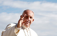 Papa Francesco saluta i fedeli al termine di un'udienza giubilare in Piazza San Pietro, Citta' del Vaticano, 12 novembre 2016.<br /> Pope Francis waves to faithful at the end of a Jubilee Audience in St. Peters Square at the Vatican, November 12, 2016.<br /> UPDATE IMAGES PRESS/Isabella Bonotto<br /> <br /> STRICTLY ONLY FOR EDITORIAL USE