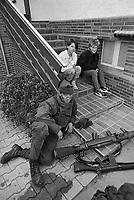 - NATO exercises in Germany, British Army soldiers in a village (September 1985)....- esercitazioni NATO in Germania, militari dell'esercito inglese in un villaggio (settembre 1985)
