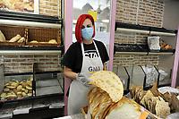 - epidemia di Coronavirus, vivere con la mascherina, in panetteria, Milano, Aprile 2020<br /> <br /> - Coronavirus epidemic, live with the mask, in the backery, Milan, April 2020
