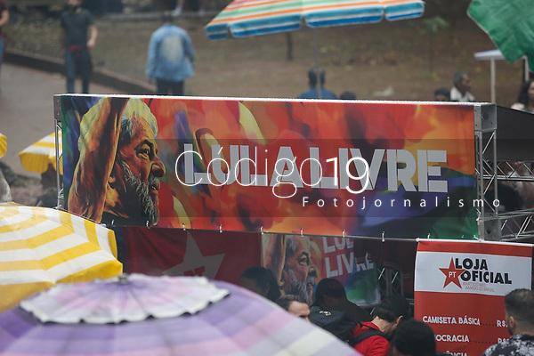 SÃO PAULO, SP 02.06.2019: FESTIVAL LULA LIVRE-SP - Artistas e militantes se uniram no Festival Lula Livre, que aconteceu na tarde deste domingo (02) na Praça da República, zona central da capital paulista, em protesto contra a prisão do ex-presidente Lula. (Foto: Ale Frata/Codigo19)