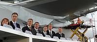 Pressekonferenz und Eröffnungszeremonie der Zusammenarbeit von DHL und Lufthansa Cargo als AeroLogic - Luftfracht Air Cargo Post - mit 8 Boeing 777 (B777F) wird begonnen -  im Bild: die Bürgermeisterin von Halle Dagmar Szabados, Frank Appel ( DHL Deutsche Post), Wolfgang Mayrhuber (Deutsche Lufthansa),Carsten Spohr (Lufthansa Cargo) Thomas Papke ( AeroLogic Gesch?ftsf?hrer), Hans-Henning Mühlke und Thomas Pusch (AeroLogic Gesch?ftsf?hrer) vor der Boeing 777 . Foto: Norman Rembarz..