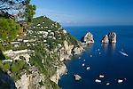 Italy, Campania, Capri: Faraglioni rocks from Belvedere del Cannone | Italien, Kampanien, Provinz Neapel, Capri: Blick von Belvedere del Cannone zu den Faraglioni