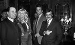 ALBERTO SORDI, MONICA VITTI, GIULIANO GEMMA E GIANCARLO GIANNINI AD UNA FESTA ALLE COQ D'OR . ROMA 1980