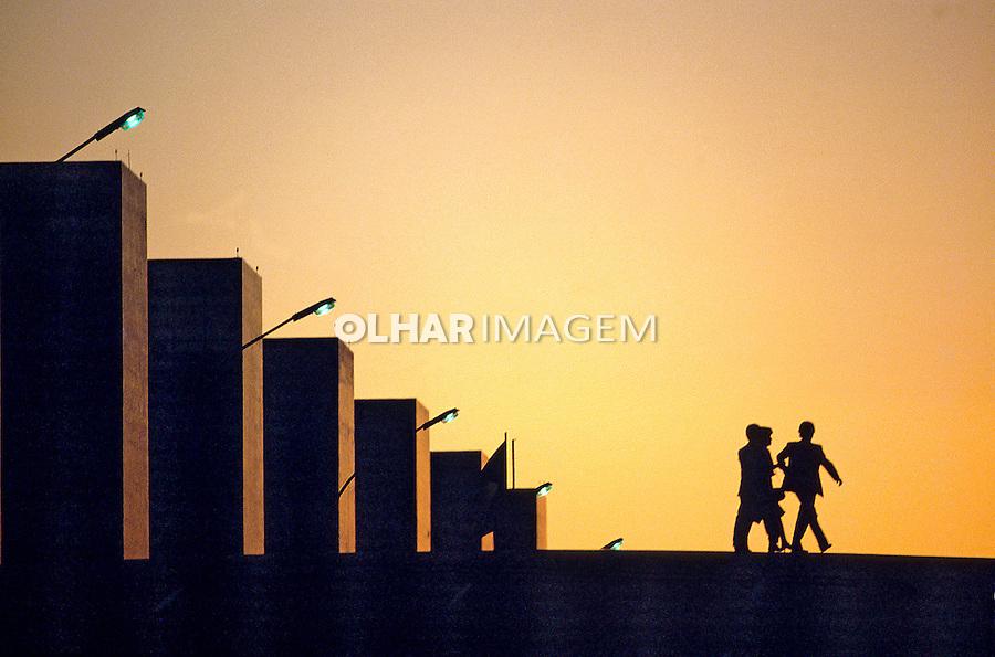 Entardecer na esplanada dos ministérios. Brasília. 1992. Foto de Salomon Cytrynowicz.
