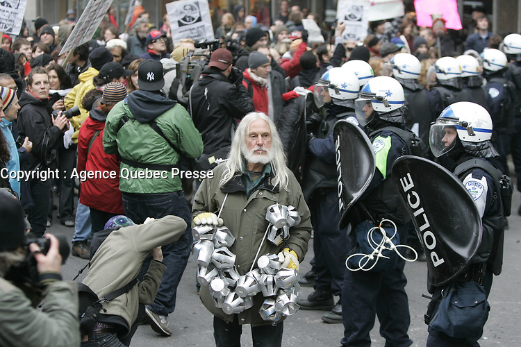 Montreal (Qc) CANADA -Oct 22 2009 -  Armand Vaillancourt Protest against George W Bush speech at The Queen ElizAbeth Hotel<br /> <br /> PHOTO : Agence Quebec Presse