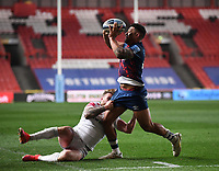 23rd April 2021; Ashton Gate Stadium, Bristol, England; Premiership Rugby Union, Bristol Bears versus Exeter Chiefs; Charles Piutau of Bristol Bears offloads out of the tackle from Stuart Hogg of Exeter Chiefs