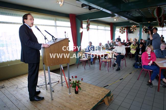 Wageningen , 010501  foto: Koos Groenewold / APA Foto<br />Ad Melkert spreekt bij voetbalvereniging WAVV uit Wageningen.