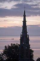 Europe/France/Bretagne/29/Finistère/Douarnenez: la baie de Douarnenez  et le clocher de la  Chapelle Saint-Jean