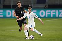 Ranar Sigurjonsson (Island Iceland) gegen Leon Goretzka (Deutschland Germany) - 25.03.2021: WM-Qualifikationsspiel Deutschland gegen Island, Schauinsland Arena Duisburg