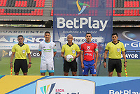 PASTO - COLOMBIA, 21-02-2021: Yulian Anchico de jaguares, Diego Escalante, árbitro, Camilo Ayala del Pasto y los arbitros asistentes Javier Zemanate, Fabian Orozco, John Zambrano posan para una foto previo al partido por la fecha 8 como parte de la Liga BetPlay DIMAYOR I 2021 entre Deportivo Pasto y Jaguares de Córdoba jugado en el estadio Departamental La Libertad de Pasto. / Yulian Anchico of Jaguares, Diego Escalante, referee, Camilo Ayala of Pasto and assistant referees Javier Zemanate, Fabian Orozco, John Zambrano pose to a photo prior a match for the date 8 as part of BetPlay DIMAYOR League I 2021 between Deportivo Pasto and Jaguares de Cordoba played at Departamental La Libertad stadium in Pasto.  Photo: VizzorImage / Leonardo Castro / Cont